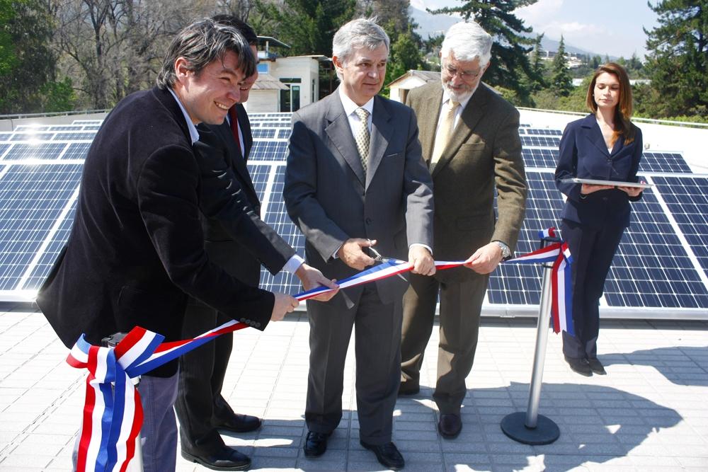 inauguracion-paneles-solares-unab