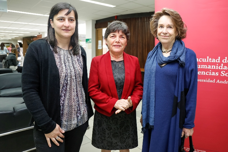 Marcela Flotts, Directora Escuela Trabajo Social UNAB; Paulina Saball; Ministra de Vivienda y Urbanismo y Margarita Errázuriz, Decana de la Fac. de Humanidades y Ciencias Sociales UNAB.